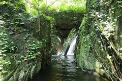 Водопад с лесом на горе в водопаде Krok-E-Dok Стоковые Фото