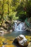 Водопад с каменным передним планом Стоковое фото RF