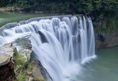 Водопад Тайваня Shifen стоковое фото rf
