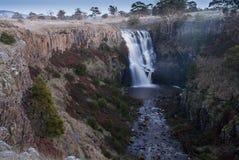 Водопад через утесы Стоковая Фотография RF
