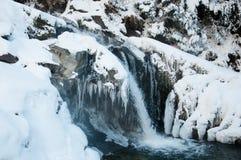 Водопады в прикарпатских горах в зиме Стоковые Изображения RF