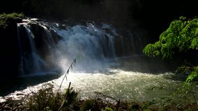 Водопады Lo ребенка в Лаосе видеоматериал