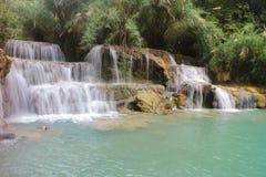 Водопады Tat Kuang Si водопад 3 ярусов Luang Prabang, Лаоса Стоковая Фотография