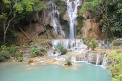Водопады Tat Kuang Si водопад 3 ярусов Luang Prabang, Лаоса Стоковая Фотография RF