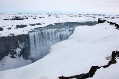 Водопад Dettifoss, западный берег, снег, пасмурный, Исландия Стоковое Изображение