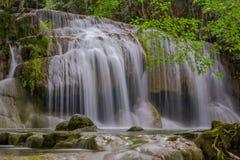 Водопад Erawan в глубоком лесе на провинции Kanchanaburi, Таиланде Стоковая Фотография