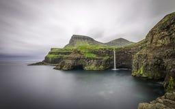 Водопад, Gasadalur, Фарерские острова, Дания, Европа Стоковое Изображение