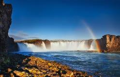Водопад Godafoss на заходе солнца сказовый ландшафт Красивый cum Стоковое Фото