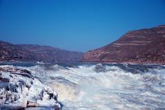 Водопад Hukou китайца замерзая в зиме стоковые фотографии rf