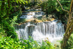 Водопад khamin mae Huai в khuean kanchanaburi Таиланде национального парка srinagarindra стоковое фото rf