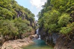 Водопад Klong Phlu на острове Koh Chang или Chang стоковые фото