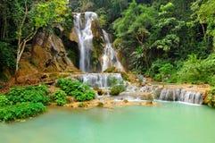 Водопад Kuang Si в prabang Luang, ЛАОСЕ Стоковое фото RF