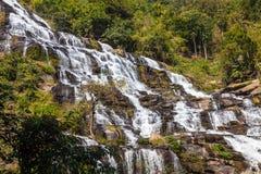 Водопад Mae Ya туристическая достопримечательность и одно самого красивого водопада в Чиангмае, Таиланде Стоковые Фото