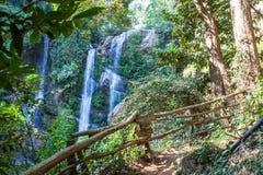 Водопад Mok Fa в Чиангмае, Таиланде Стоковые Изображения RF