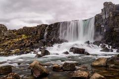 Водопад Oxararfoss в национальном парке Pingvellir в Исландии стоковое изображение rf