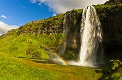 Водопад Seljalandsfoss реки Seljalandsa, южной Исландии Стоковое Изображение RF