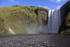 Водопад Skogafoss и река Skoga в Исландии Стоковые Фотографии RF