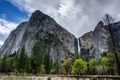 Водопад Yosemite красивый Стоковые Изображения RF