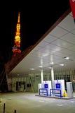 Водопод токио заправляя топливом станцию стоковые изображения