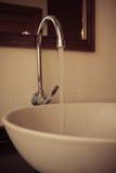 Водопроводный кран в ванной комнате Стоковое Изображение