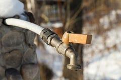 Водопроводный кран в зиме Стоковая Фотография RF