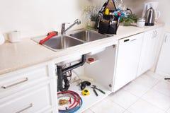 Водопроводный кран и раковина кухни Стоковая Фотография