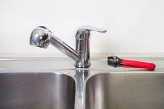 Водопроводный кран и раковина кухни Стоковое Изображение RF