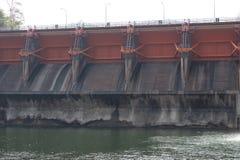 Водосброс гидро электрической запруды Kewlom, провинция Lampang, тайская стоковые фото