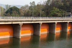 Водосброс гидро электрической запруды Kewlom, провинция Lampang, тайская стоковые изображения rf