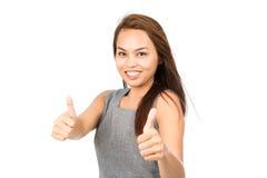 Волосы ветра дуя 2 большого пальца руки поднимают азиатскую половину девушки Стоковое Фото