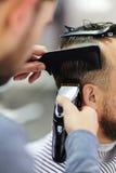 Волосы вырезывания клиента Стоковое фото RF
