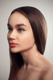 Волосы портрета студии моды очарования девушки красоты длинные стоковые фотографии rf