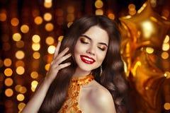 волосы состав Шикарное брюнет Красивая счастливая усмехаясь женщина po Стоковое Изображение