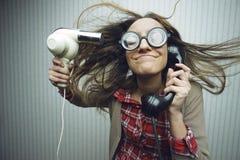 Волосы тормозной женщины суша стоковое изображение