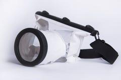 Водоустойчивый случай для цифровой фотокамера на белой предпосылке, аксессуаре лета фотографа Стоковые Изображения RF