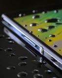 Водоустойчивый smartphone Стоковые Фотографии RF