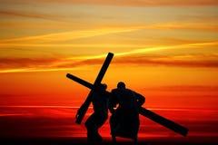Волочить деревянный крест стоковое фото