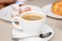 Во первых мне нужен кофе Стоковое фото RF