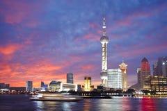 Волшебная ноча захода солнца и славы, бунд Шанхая, Китай Стоковые Изображения RF