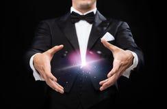 Волшебник в фокусе показа верхней шляпы Стоковые Изображения RF