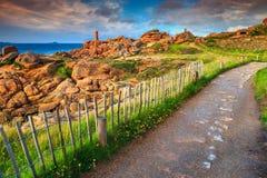 Волшебное побережье в области Бретани, Ploumanach Атлантического океана, Франция, Европа стоковое изображение rf