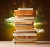 Волшебные книги с лучем волшебных светов и красочных облаков Стоковая Фотография