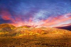 Волшебные облака захода солнца и сцена пустыни Гоби в положении Neveda США Стоковые Фотографии RF