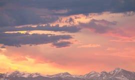 Волшебный восход солнца скалистой горы стоковая фотография