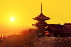 Волшебный заход солнца над виском Kiyomizu-dera Стоковое Фото