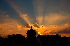 Волшебный заход солнца на Сучжоу, взрыв солнца Стоковая Фотография RF