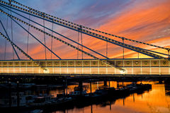 Волшебный заход солнца посылает мечтать моста Челси Стоковое Изображение RF