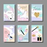 Волшебный комплект карточек дизайна с единорогом, радугой, сердцами, облаками и другими элементы иллюстрация штока