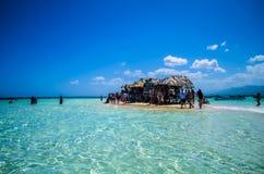 воды великобританской точной бирюзы валов вертела песка рая ладони островов острова песочной виргинские белые Стоковое Изображение