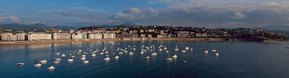 Воды Cantabrian моря в городе Donostia Стоковая Фотография RF